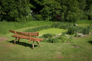 Oak garden bench with curved back