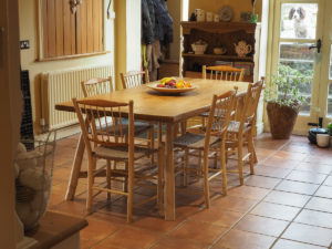 Table in oak and chestnut with set of 6 ash and cherry chairs
